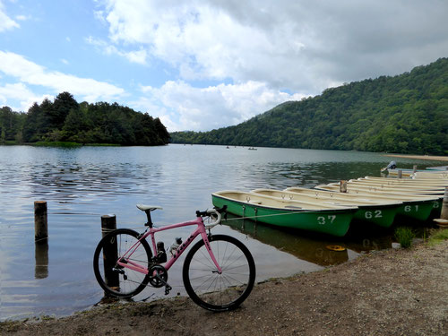湯ノ湖とドマーネ