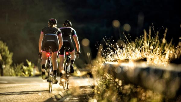 仲間と一日中サイクリング