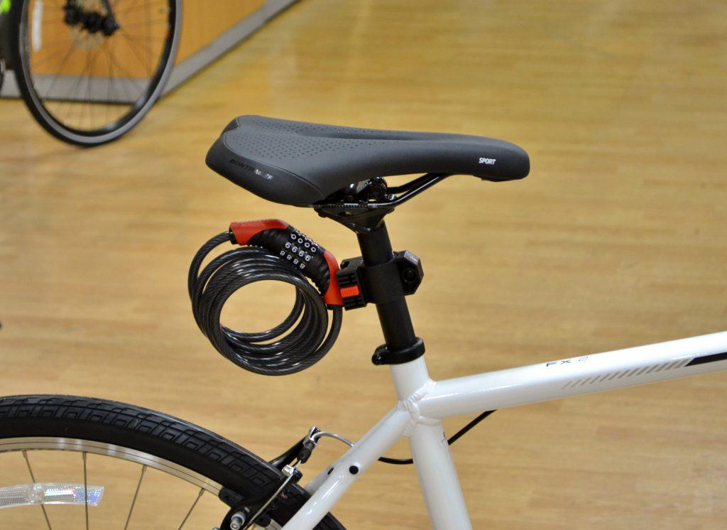 自転車に取り付けたカギ
