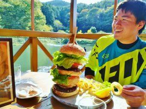 ライド後のハンバーガー