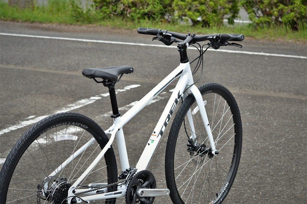 白色のクロスバイク
