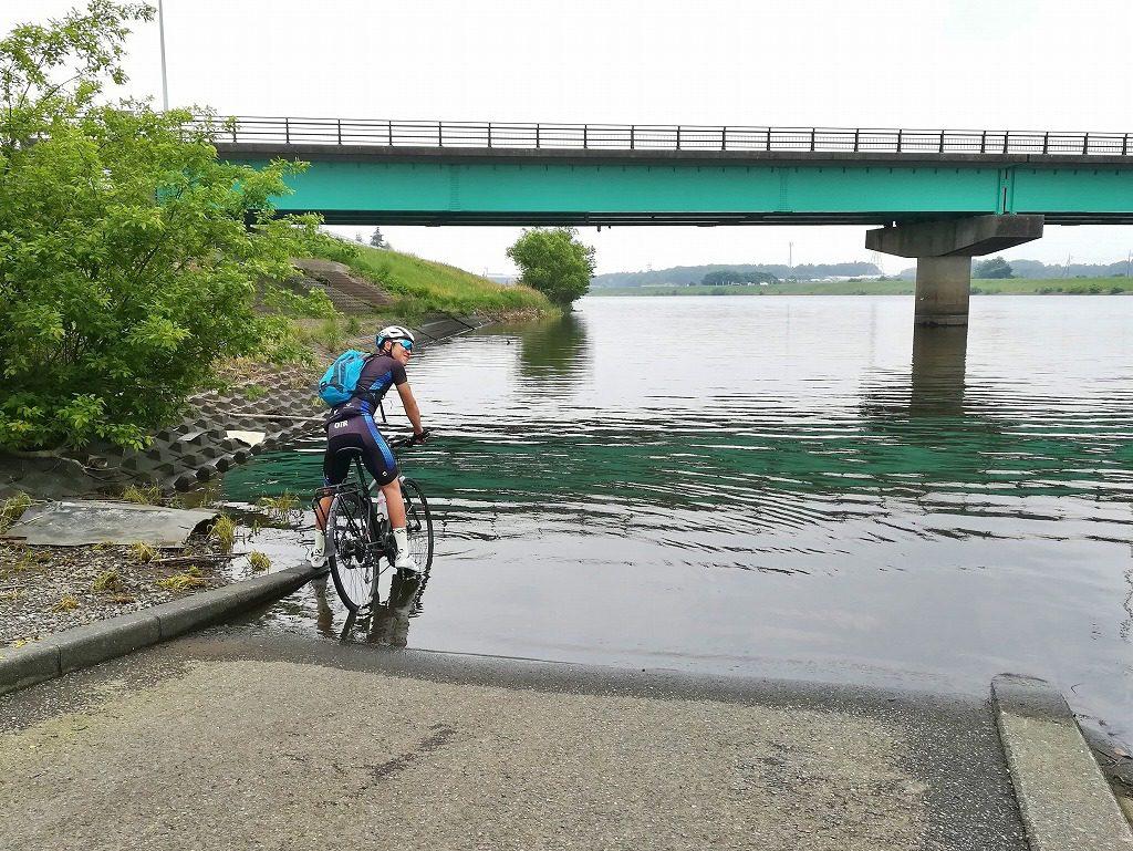 あわや自転車が水没!?