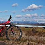 自転車と山