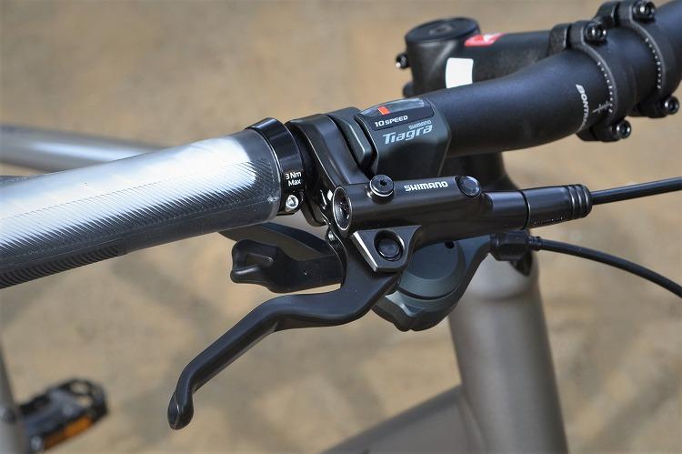 シマノ製のコンポ・ブレーキを採用したFXS4