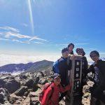 茶臼岳山頂で記念撮影